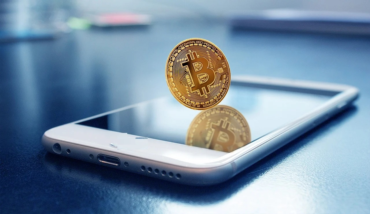 The Privacy and Security of Cryptocurrency Wallets