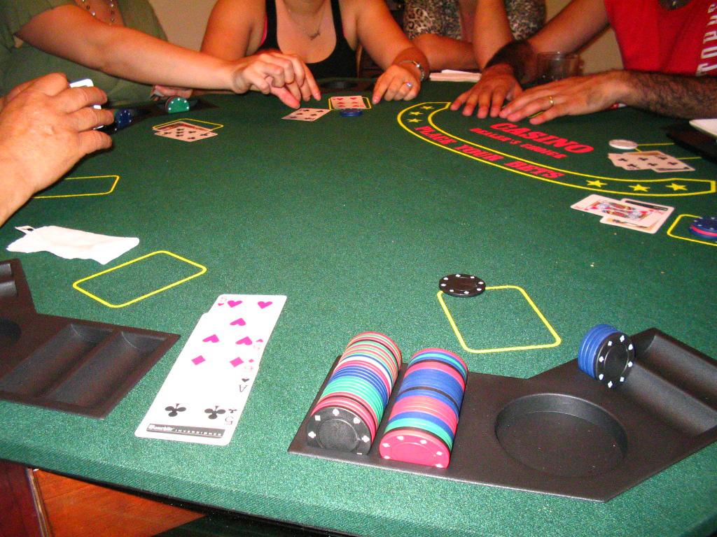 Advantages of PKV poker online games:
